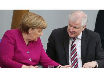 Almanya'da Hükümette Çatlak Derinleşiyor