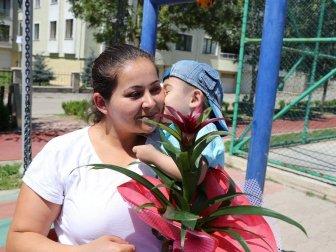 Skolyoz Hastası 3 Yaşındaki Berkay Özel, İş Adamlarının Desteğiyle Sağlığına Kavuştu