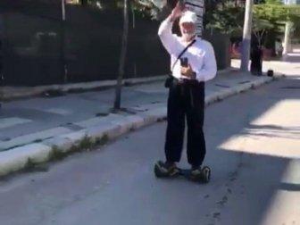 Afyonkarahisar'da Yaşlı Adamın Hoverboard Keyfi