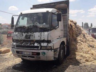 Nevşehir'in Acıgöl İlçesinde Saman Yüklü Kamyon Yandı