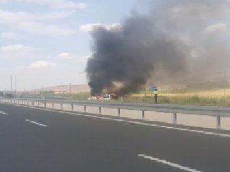 Sivas-Kayseri Karayolunda Kaza Yapan Minibüs Saatler Sonra Alev Alev Yandı