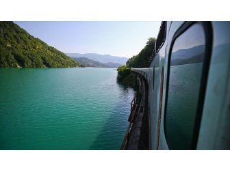 Bosna Hersek'in 'Rüya Demiryolu Güzergahı' Manzarasıyla Büyülüyor