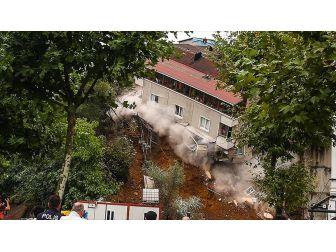 Beyoğlu'nda Boşaltılan Apartman Çöktü