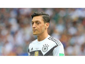 Alman Taraftarlardan Mesut Özil'e Destek