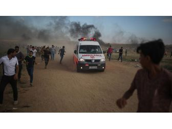 Gazze'de Filistinli Bir Genç Şehit Oldu
