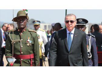 Cumhurbaşkanı Erdoğan Zambiya'da Resmi Törenle Karşılandı