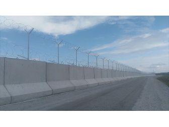 Sınırlara Modüler Beton Duvar Ve Tel Önlemi