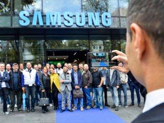 Dört Arka Kameralı Samsung Galaxy A9 Tanıtıldı