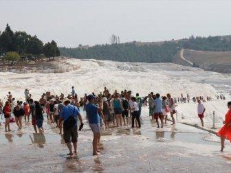 UNESCO Dünya Mirası Listesindeki Pamukkale 9 Ayda Ziyaretçi Rekoru Kırdı