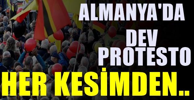 Sessiz kalmadılar : Almanya'nın konuştuğu dev protesto
