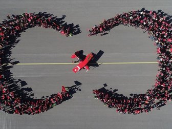Türk Kadın Akrobasi Pilotu Şener'den Cumhuriyet Bayramı'na Özel Gösteri