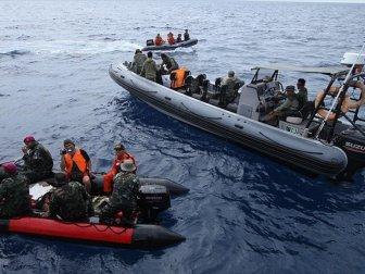 Endonezya'da Denize Düşen Uçağın Karakutusuna Ulaşıldı