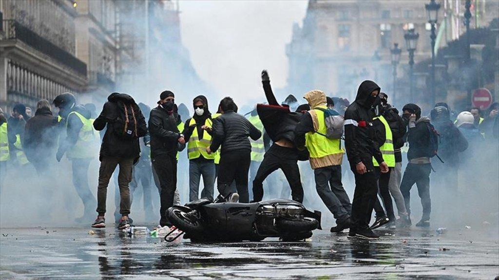 Fransa Sarı Yelekliler 'Krizinden' Çıkış Yolu Arıyor