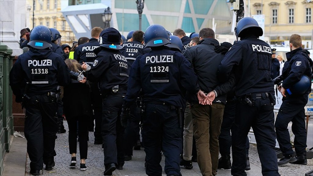 Almanya'da Polise 'Olağanüstü' Yeni Yetkiler