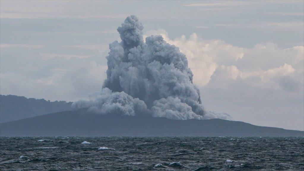 Endonezya'daki Yanardağ Patladıkça Küçülüyor