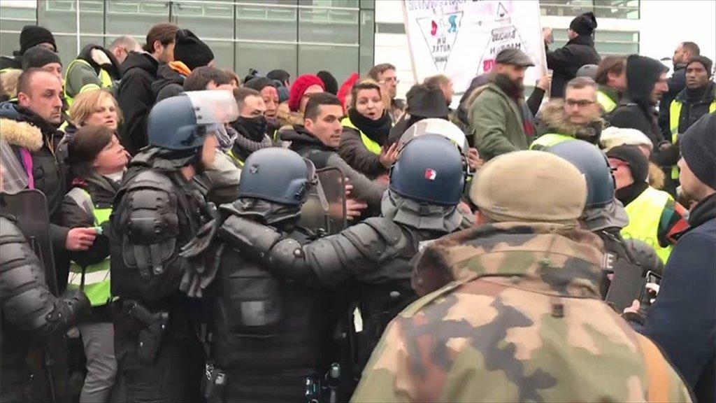 Fransa'da Sarı Yelekliler Yeniden Sokağa Çıktı