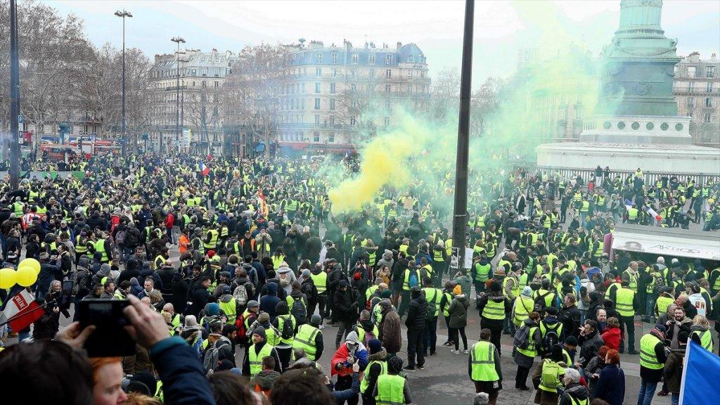 Avrupa'da son dakika : Fransa'da sarı yelekliler istediğini aldı!