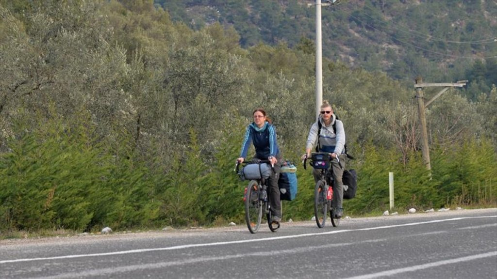 Macaristan'dan Bisikletle Gelip Bilecik'te Gönüllü Çiftçilik Yapıyorlar