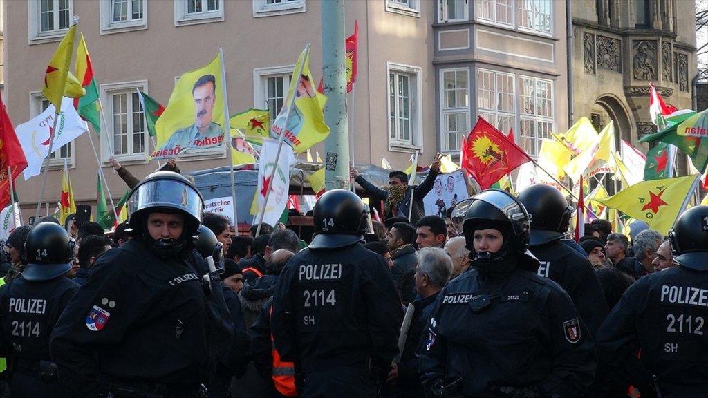 Almanya'da Pkk Yandaşları Devlet TV'sini bastı