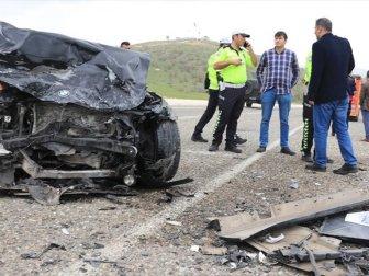 Diyarbakır, Kocaköy'de İki Otomobil Çarpıştı: 6 Yaralı, 3 Kişi Hayatını Kaybetti