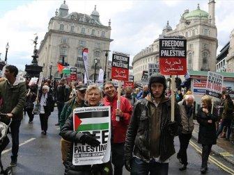 Binlerce Kişi Londra'da Filistin İçin Yürüdü