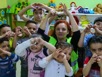Ailesini İrlanda'da Bırakıp Yardım İçin İzmir'e Geldi