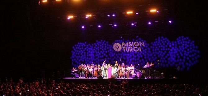 ABD'li müzik grubu Pink Martini İstanbul'da Konser Verdi
