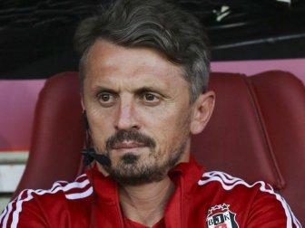 Beşiktaş Futbol Takımı Yardımcı Antrenörü Orhan Ak İstifa Etti