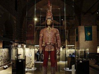 'Altın Elbiseli Adam'ın Türkiye Yolculuğu