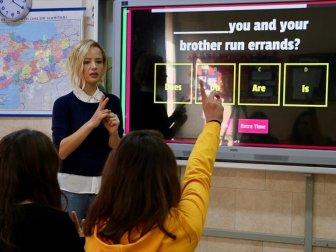 Mobil Uygulama ve Web Destekli Metotlarla Öğrencilerine Yabancı Dili Sevdirdi