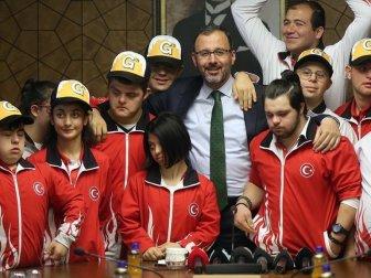 Gençlik ve Spor Bakanı Kasapoğlu Özel Sporcularla Bir Araya Geldi