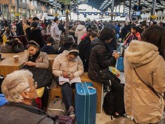 Fransa'da Grevler Nedeniyle Günlük Hayat Giderek Zorlaştırıyor