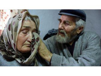 Mustafa Dede İle Alzaymır Hastası Eşinin Aşkı 'Dillere Destan' Oldu
