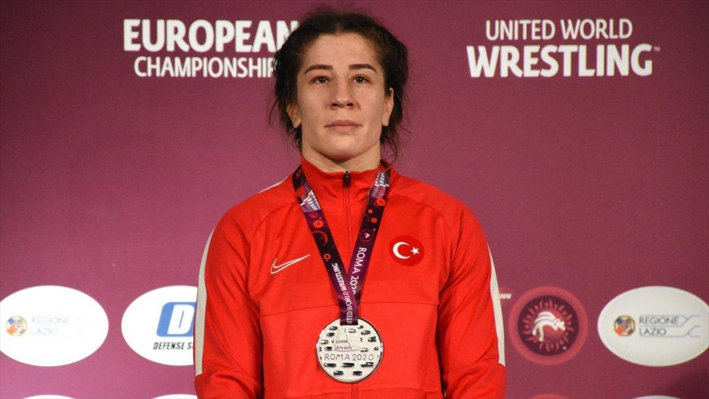 Avrupa Güreş Şampiyonası'nda Milli Güreşçi Yasemin Adar Avrupa İkincisi Oldu