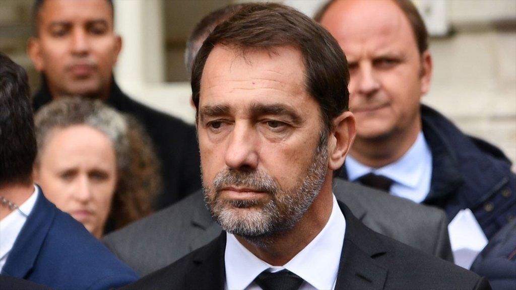 Fransa İçişleri Bakanından İmamlarla ilgili flaş duyuru