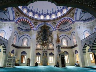 Almanya'da Müslüman Kuruluşlar Camilerin Açılması İçin Hazırlık Yapıyor