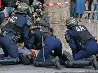 Fransa'nın Başkenti Paris'te Polis Şiddetine Karşı Olaylı Gösteri