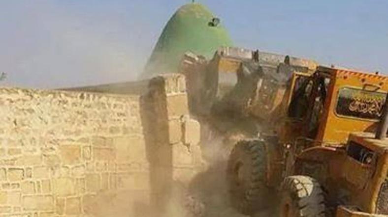 IŞİD peygamber türbesine dozerle girdi!