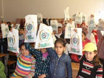 Sultangazi'den Suriyeli Öğrencilere Ücretsiz Defter Dağıtımı