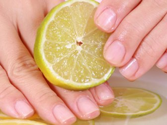 İşte çabuk kırılan tırnaklar için limonlu bakım: