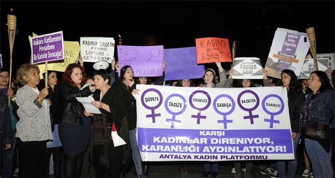 Antalya'da Kadınlar şiddete karşı yürüdü!