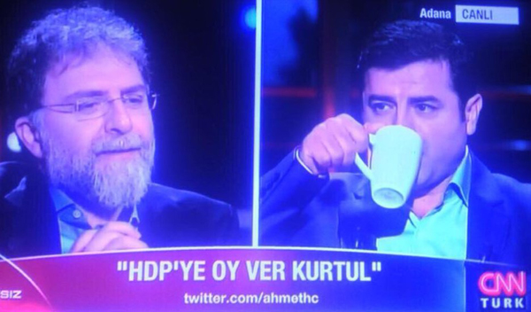 Ahmet Hakan CNN Türk'ten istifa etti Mİ?