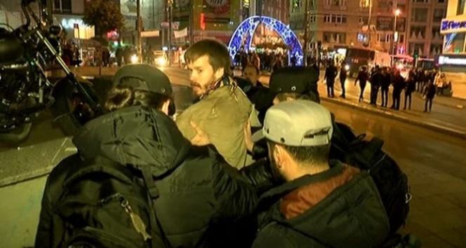 Kadıköy'deki korsan gösteriye polis müdahalesi
