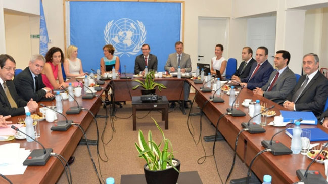 Kıbrıs'ta liderlerden 3 saatlik görüşme