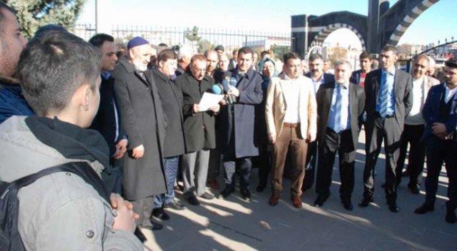 Diyarbakırlılar hendekleri protesto etti
