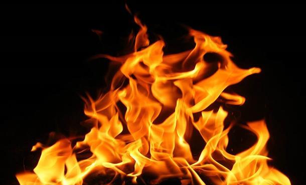 Kuşadası'nda tarihi evlerde yangın