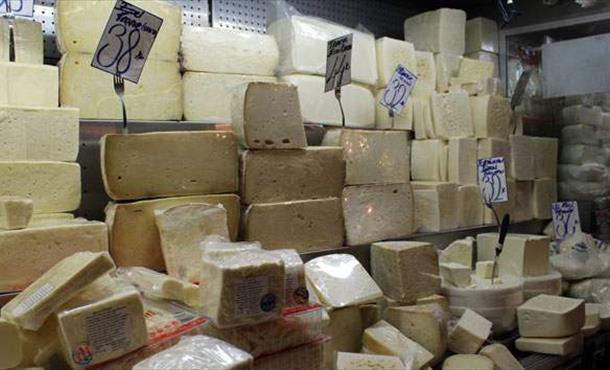 Peynir ambalaja girdi alıcı da dertli satıcı da