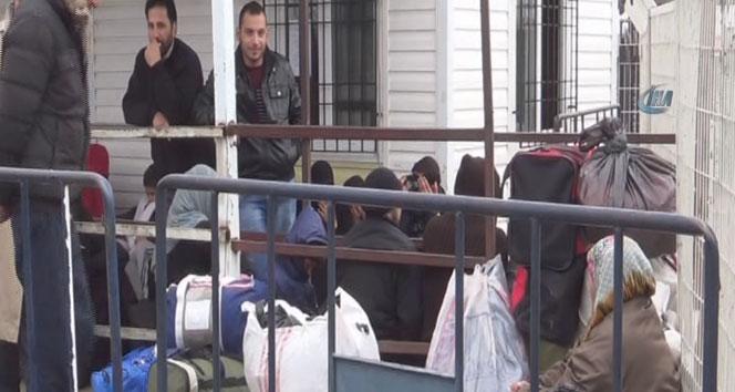 Suriyeliler savaşa rağmen ülkelerine dönüyor