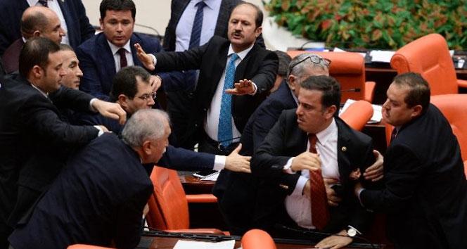 Milletvekilleri arasında İstiklal Marşı kavgası!