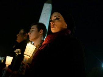 Suriyeli grup Sultanahmet'te saygı duruşunda bulundu